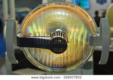 Shadowless Lamp For Illumination Of The Operative Field During Dental Operations