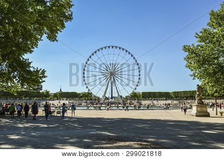Paris, France - May 7, 2018: Ferris Wheel In The Tuileries Gardens. The Tuileries Garden Is One Of T