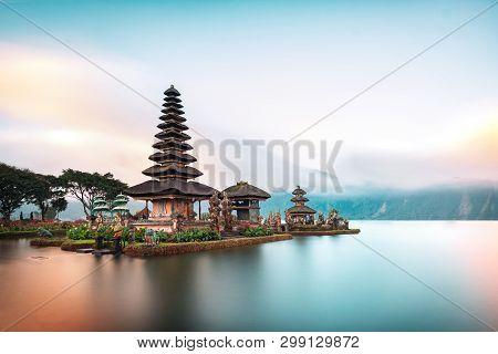 Ulun Danu Beratan Temple Is A Famous  Landmark Located On The Western Side Of The Beratan Lake , Bal