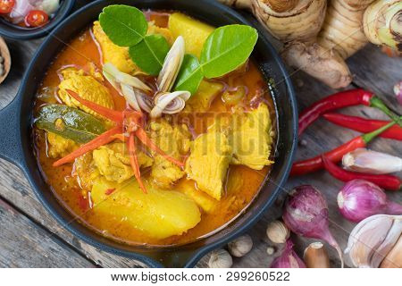 Thai Yellow Chicken Curry With  Potatoes, Thai Food