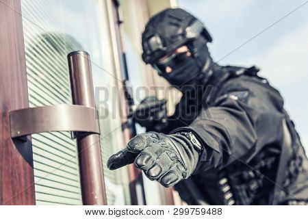 Police Swat Armed Fighter Ready To Break In Room