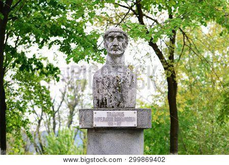 Drobeta Turnu Severin City Romania Trajan Roman Emperor Statue Landmark Architecture