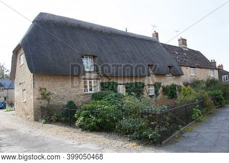 A Thatched Cottage In Bampton, West Oxfordshire In The Uk, Taken 19th October 2020
