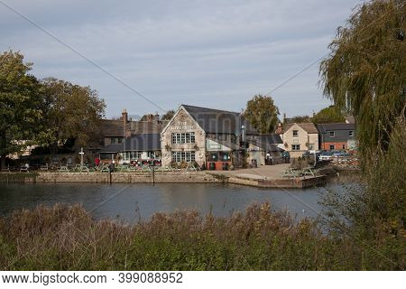 The River Thames And Riverside Pub At Lechlade, Gloucestershire In The Uk, Taken 19th October 2020