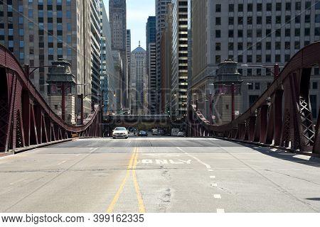 Chicago, Il April 16, 2020, Chicago Lasalle Street Drawbridge Over The Chicago River, A Cta Train On