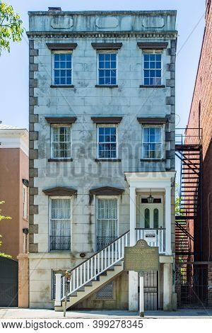 Savannah, Ga / Usa - April 18, 2016: Childhood Home Of Flannery O'connor On Lafayette Square In Sava