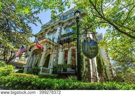 Savannah, Ga / Usa - April 18, 2016: Former Home Of Samuel Hamilton, The Hamilton Turner Inn Is On L