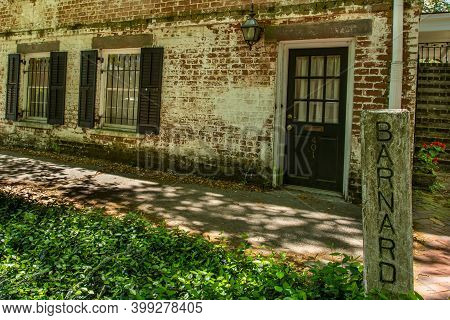 Savannah, Ga / Usa - April 17, 2016: Springtime In Savannah, Georgia's World Famous Historic Distric