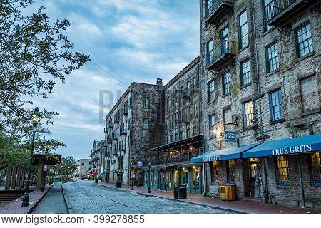 Savannah, Ga / Usa - March 13, 2016: Savannah, Georgia's World Famous River Street In The Early Morn
