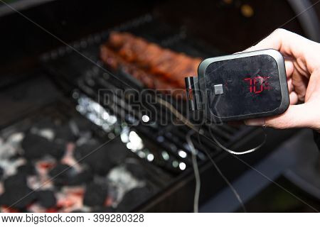 Digital Thermometer Bbq, Grill, Barbecue For Beaf Steak And Spare Rib Ant Other Meat. Measuring Temp