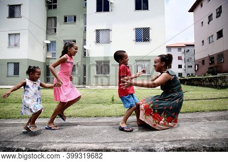 Mata De Sao Joao, Bahia, Brazil - October 1, 2020: A Mother And Her Three Children Are Seen In A Pop
