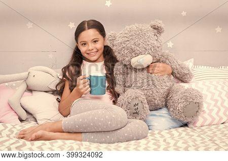 Drinking Milk Just Before Bed. Bedtime Beverage. Hot Milk Before Sleep. Health Benefits Drinking Wat