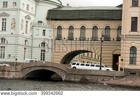 St Petersburg, Russia - June 25 2007: Limousine On Bridge Over The Canal In The Central District