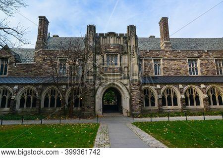Princeton, Nj Usa - Novenber 12, 2019: Holder Hall, Courtyard And General View Of The Holder Hall Bu
