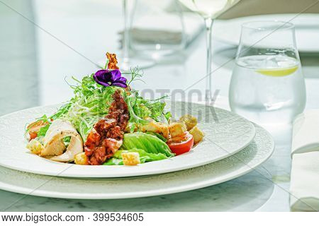 caesar salad with chicken and bacon