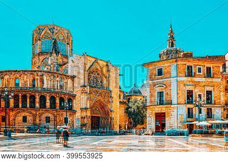 Square Of The Virgin Saint Mary,valencia Cathedral, Basilica Of