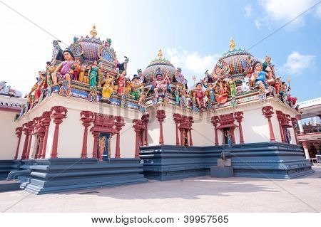 Sri Mariamman Hindu Temple, Chinatown - Singapore