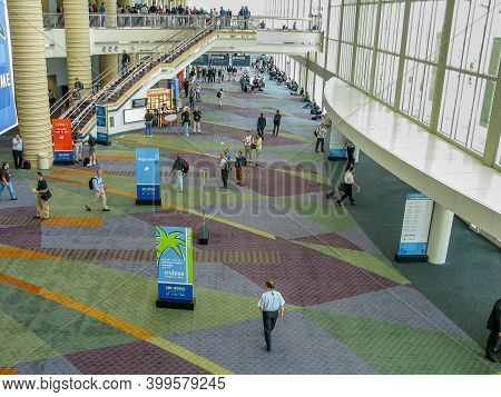 Orlando, Fl, Usa - May 21, 2007: Numerous Emc World Conference Participants Are Gathering In The Ent
