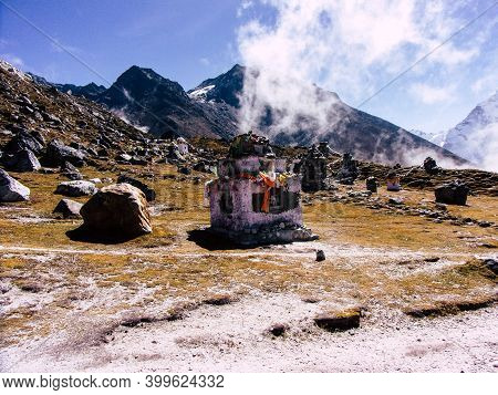 Everest Nepal September 30, 2018 View Of The Landscape And The Way To Everest Base Camp, Trek In Nep
