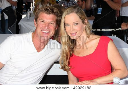 LOS ANGELES - AUG 23:  Winsor Harmon, Jennifer Gareis at the Bold and Beautiful Fan Meet and Greet at the Farmers Market on August 23, 2013 in Los Angeles, CA