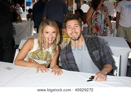 LOS ANGELES - AUG 23:  Linsey Godfrey, Scott Clifton at the Bold and Beautiful Fan Meet and Greet at the Farmers Market on August 23, 2013 in Los Angeles, CA