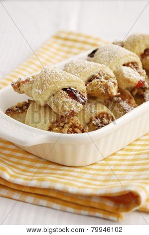 Raisin and nuts rugelah