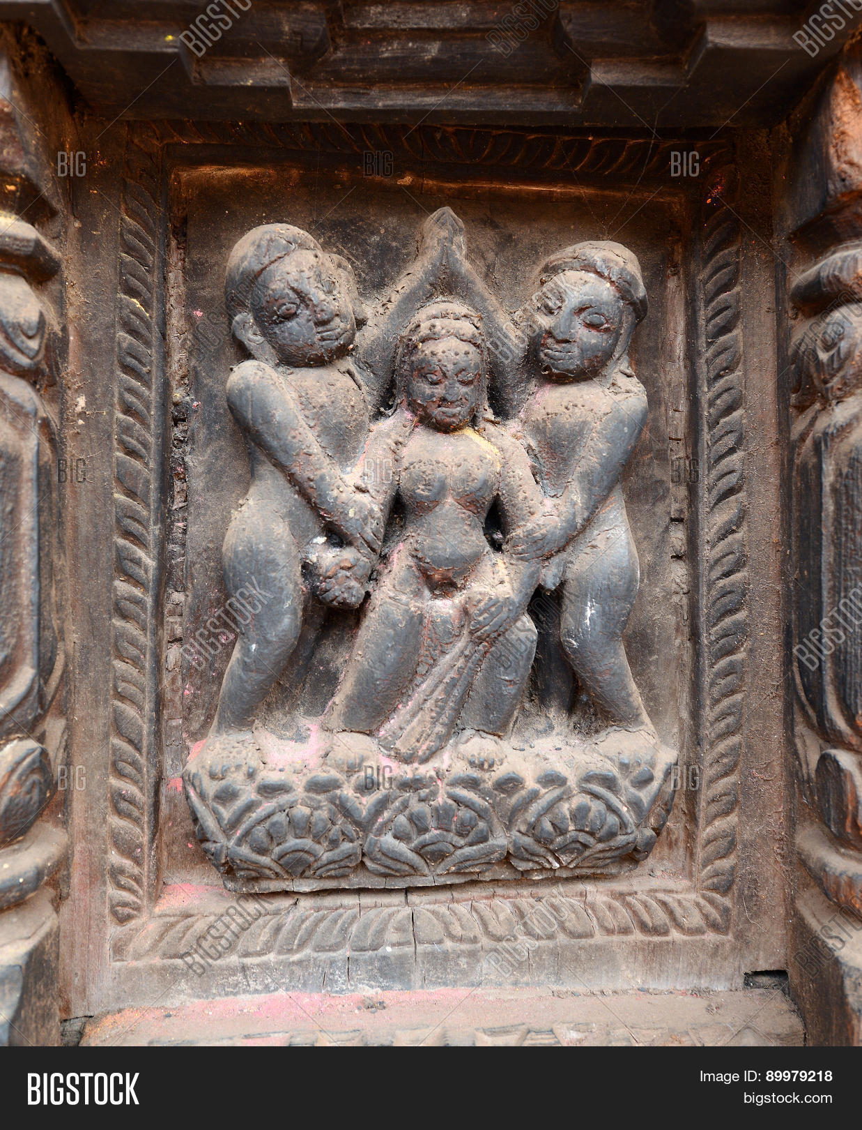 Video, Erotic carving on temples fravorite fravorites