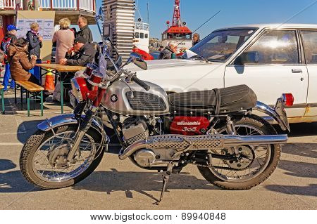 Suzuki 305 In Red