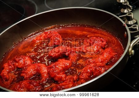 Shrimps with red sauce