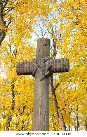 Oude kruis op het katholieke kerkhof