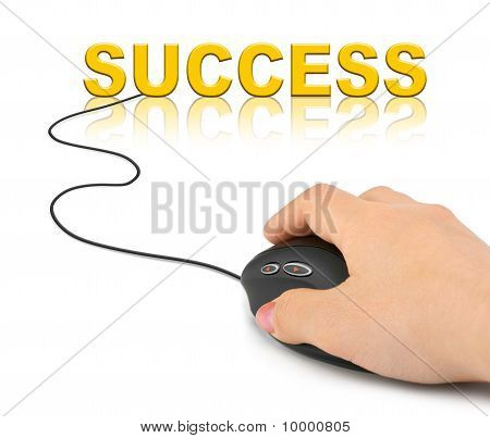 Mano con el ratón de la computadora y el éxito de la palabra