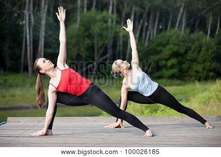 Yoga Class: Utthita Parsvakonasana Pose