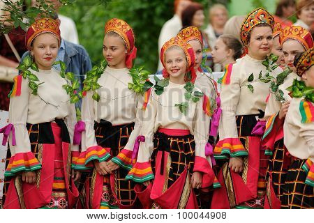 Orel, Russia - June 19, 2015: Orlovskaya Mozaika Music Fest: Girls In Traditional Russian Dress And