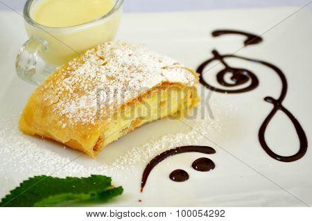 Apple strudel with vanilla cream and mint