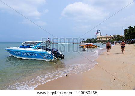 Excursion cutters near Pattaya city beach