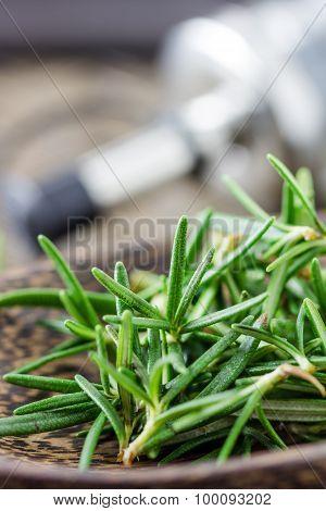 Resh Rosemary Leaves
