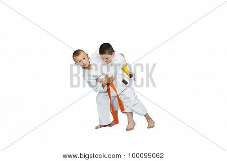 Throws judo in performing small athletes