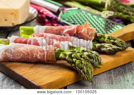 Prosciutto Wrapped Green Asparagus