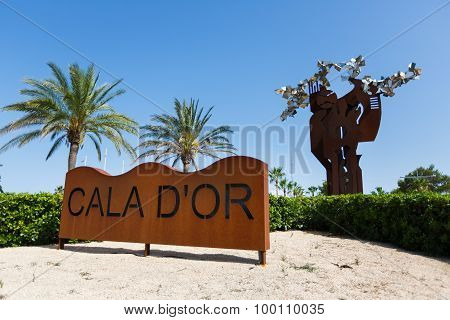 Stella At The Entrance To The Cala D'or City