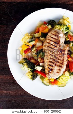 Grilled chicken fillet, breast with cooked vegetable Tomatoes, Carrots, Peppers, Courgettes, brocoli