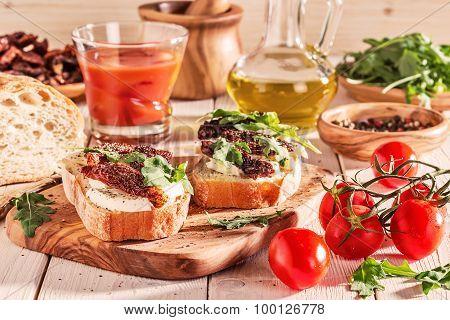 Sandwich With Mozzarella, Sun-dried Tomatoes And Arugula.