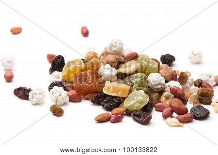 mixed dried fruit, nuts and seeds, raisins, peanuts, papaya, bananas and sweets