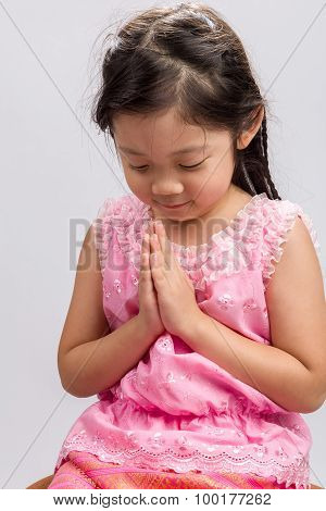 Thai Kid Greeting Sawasdee Background / Thai Kid Greeting Sawasdee / Thai Kid Greeting Sawasdee On I