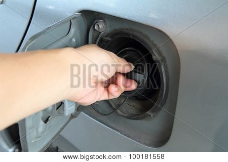 open the cap of fuel tank