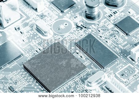 Printed circuit board with chips