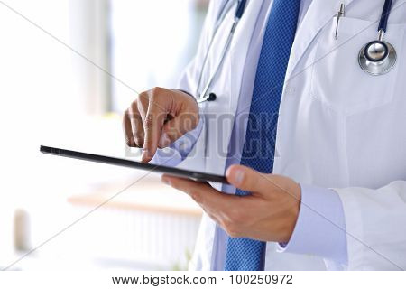 Male Medicine Doctor Holding Digital Tablet Pc