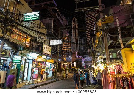 BANGKOK, THAILAND, JANUARY 14, 2015 : Night View in the messy Soi (street) 5 of the Sukhumvit road in the Nana district, Bangkok, Thailand