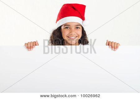 Mädchen mit Weihnachten holding Whiteboard hustet
