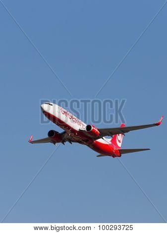 Red-white Boeing 737-86J