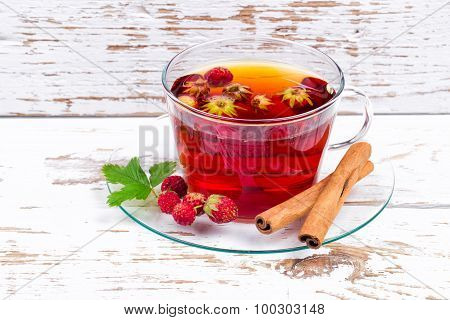 Wild strawberry with tea and cinnamon